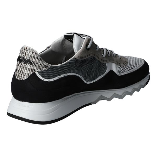 Sneaker P7811